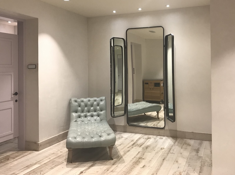 4a68bb9138bd Shoppers who've complained have been told to use this mirror in the dressing  rooms' common area.